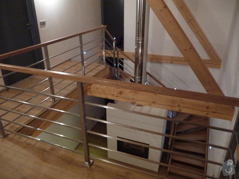 Nerezové zábradlí schodiště s podestou : P1050999
