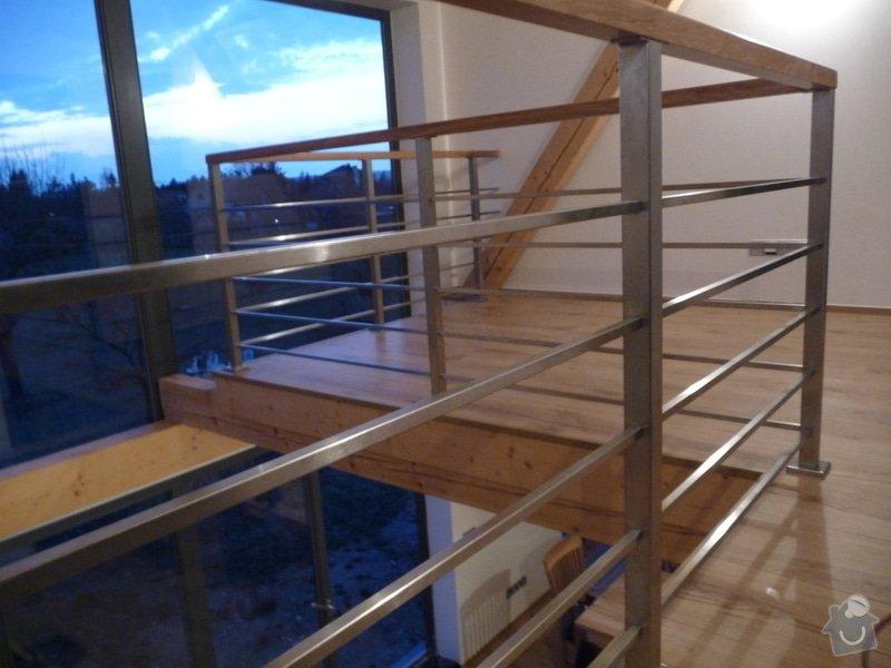 Nerezové zábradlí schodiště s podestou : P1050986