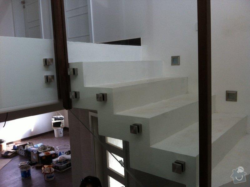Skleněné zábradlí na schodiště s dřevěným madlem: IMG_3298