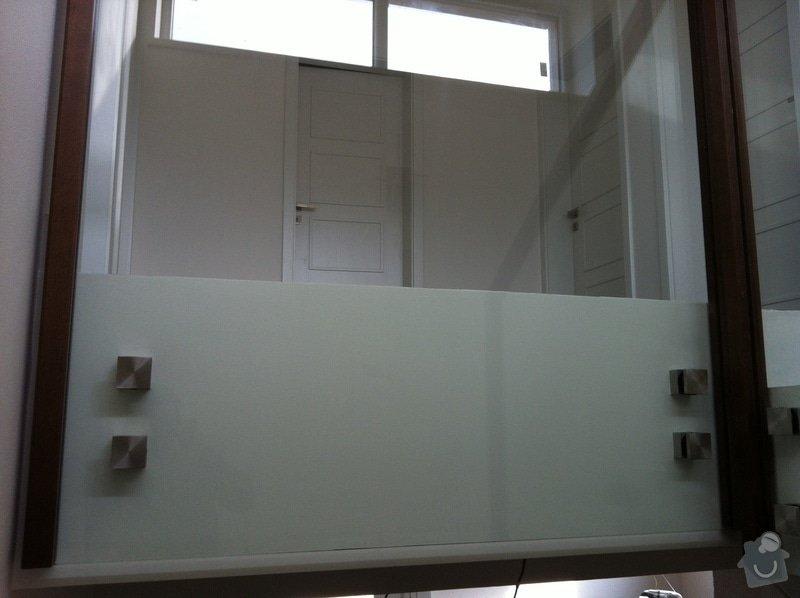Skleněné zábradlí na schodiště s dřevěným madlem: IMG_3299