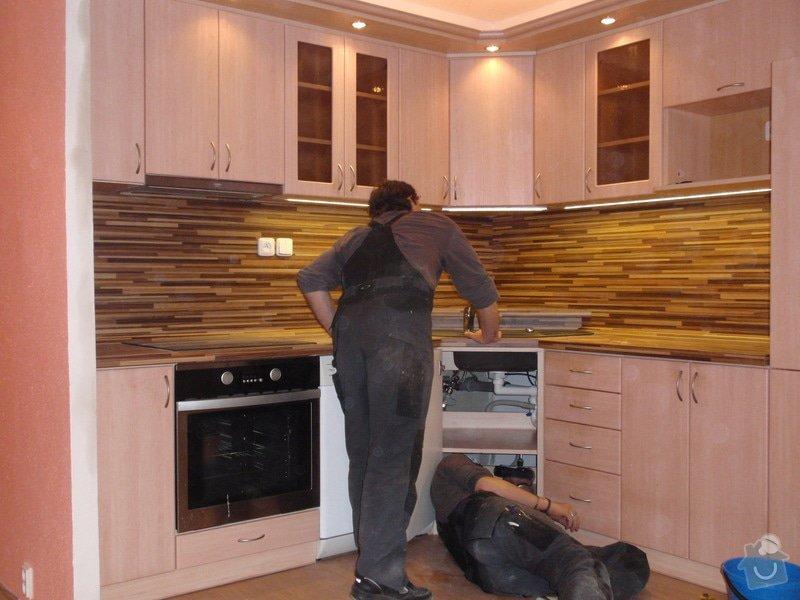 Úprava staré kuchyňské linky, pokládka PVC : P4052357