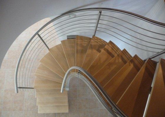 Nerezové zábradlí na točité schodiště