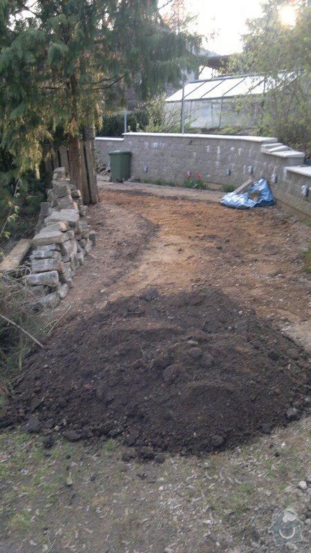 Rekonstrukce příjezdové cesty: 2012-04-17-013