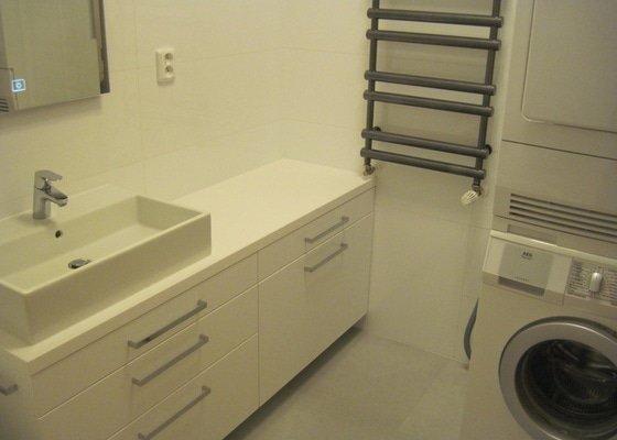 Rekonstrukce koupelny, velkoformátové obklady a dlažba