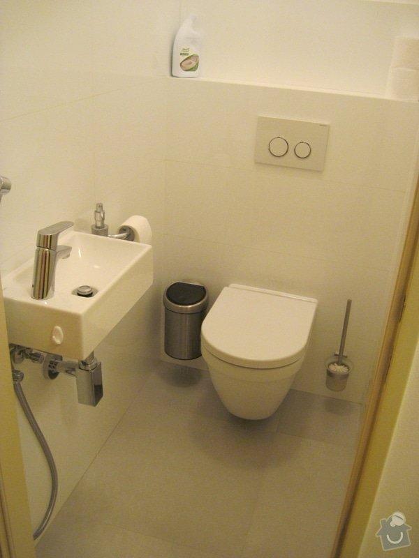 Rekonstrukce koupelny, velkoformátové obklady a dlažba: WC01