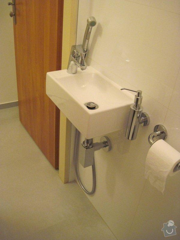 Rekonstrukce koupelny, velkoformátové obklady a dlažba: WC2