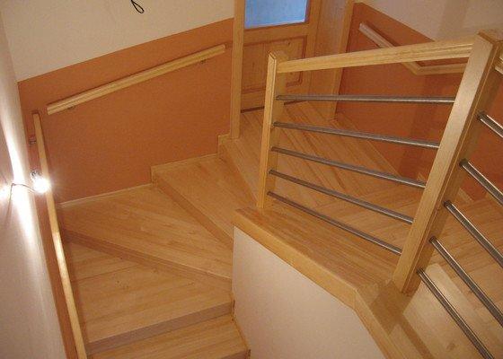 Dřevěné schodiště, vnitřní dveře
