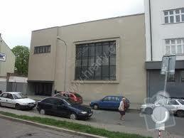 Oprava opadávající omítky uvnitř budovy: images
