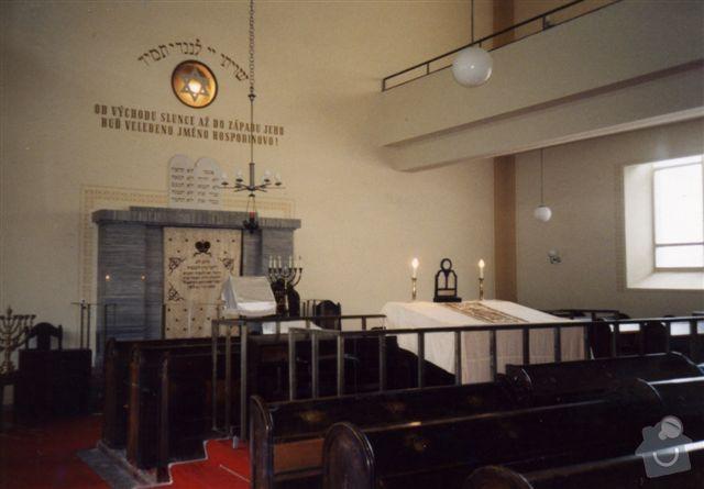 Oprava opadávající omítky uvnitř budovy: _obr__3_Celkov___z__b__r_interi__ru_synagogy