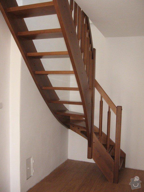 Dřevěné samonosné schodiště: drevene-samonosne-schodiste_Fialovi_001