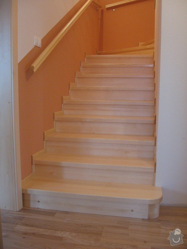 Dřevěné schodiště, vnitřní dveře: drevene-schodiste-vnitrni-dvere_Zajic_5
