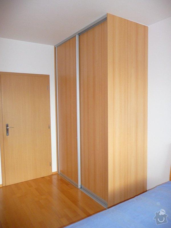 Vestavěná skříň a police: vestavena-skrin-do-loznice_P1120044