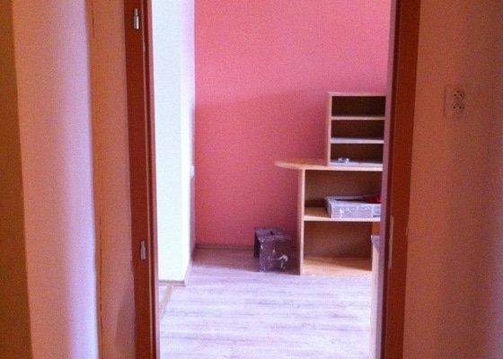 Rekonstrukce koupelny, změna dispozice v koupelně, pokládka podlah, malba bytu, dodání a montáž obložkových zárubní a dveří
