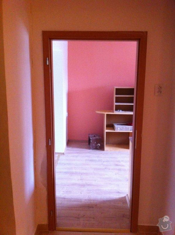 Rekonstrukce koupelny, změna dispozice v koupelně, pokládka podlah, malba bytu, dodání a montáž obložkových zárubní a dveří: ber4