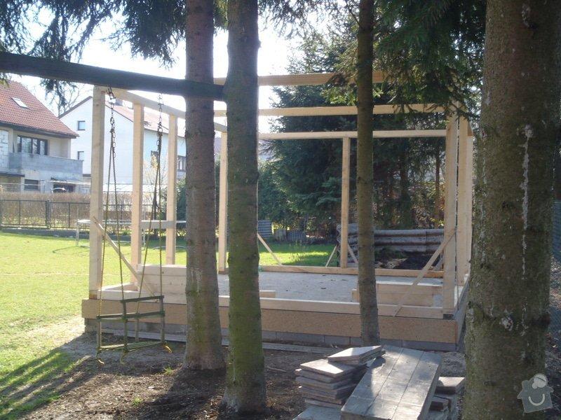 Stavba zahradní chatky: P4170450