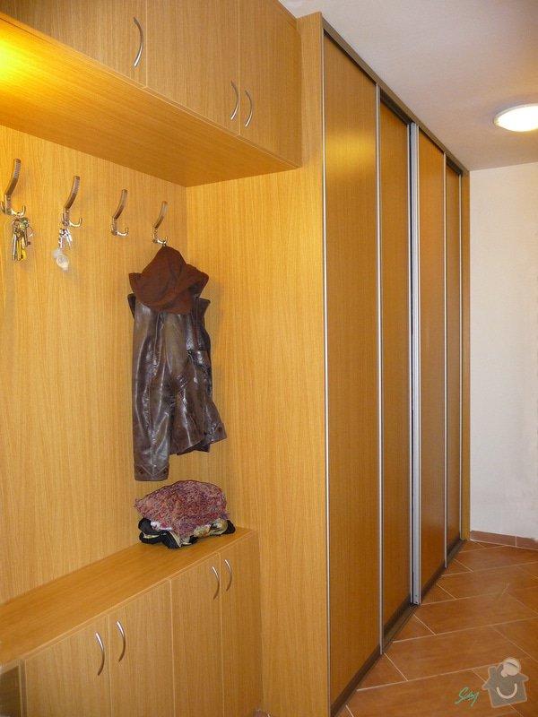 Vestavěná skříň s atypickými prvky: vestavene_skrine_alu_sampan_dub_prirodni_7