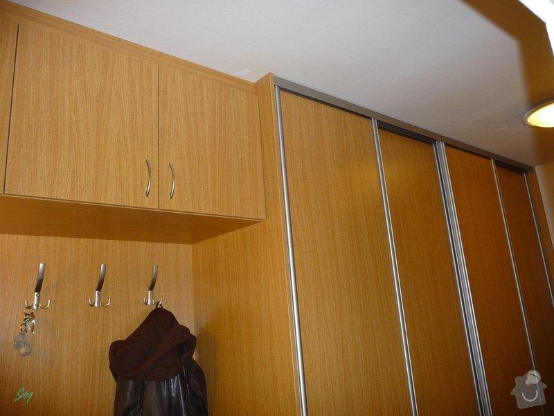 Vestavěná skříň s atypickými prvky: vestavene_skrine_alu_sampan_dub_prirodni_5