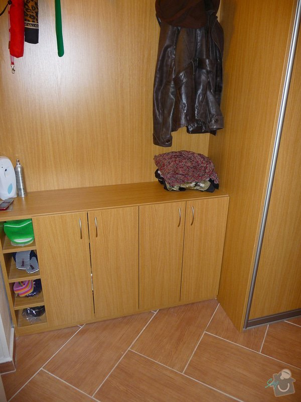 Vestavěná skříň s atypickými prvky: vestavene_skrine_alu_sampan_dub_prirodni_6