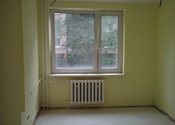 Renovace omítek a stropů,štukování,malířské práce,nátěry radiátorů v bytě 3+1