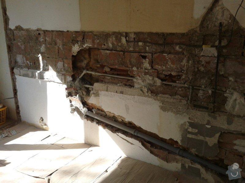 Renovace omítek a stropů,štukování,malířské práce,nátěry radiátorů v bytě 3+1: Fotografie-0045
