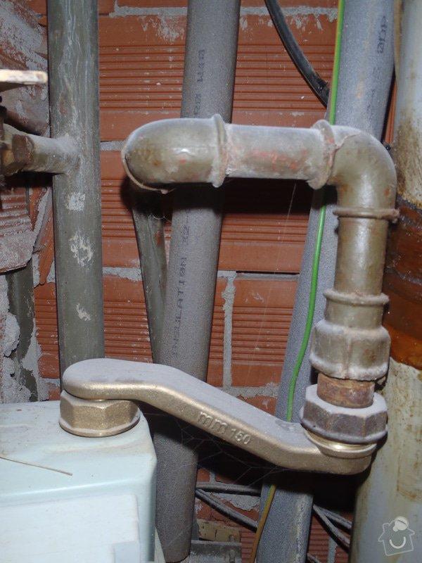 Výměna starého plynového potrubí v šachtě: P5190229