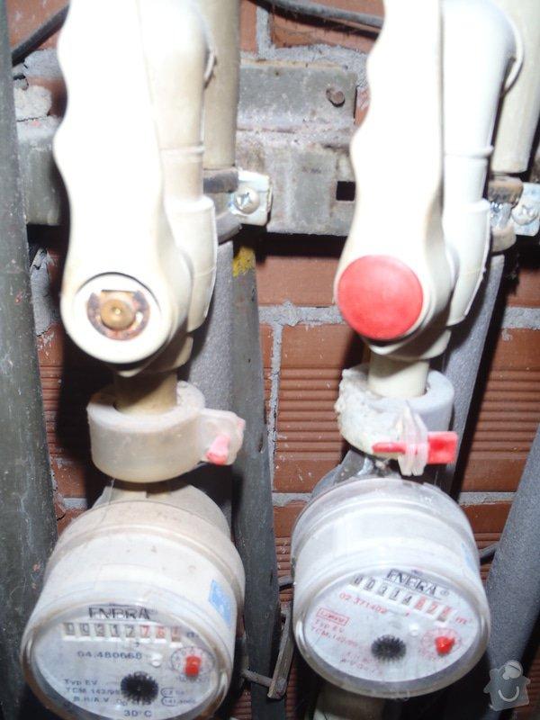Výměna starého plynového potrubí v šachtě: P5190231