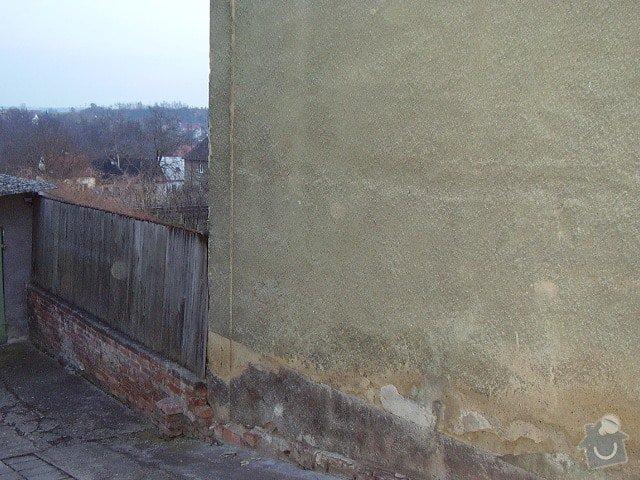 Opěrnou zeď: pohled_na_stenu_z_ulice