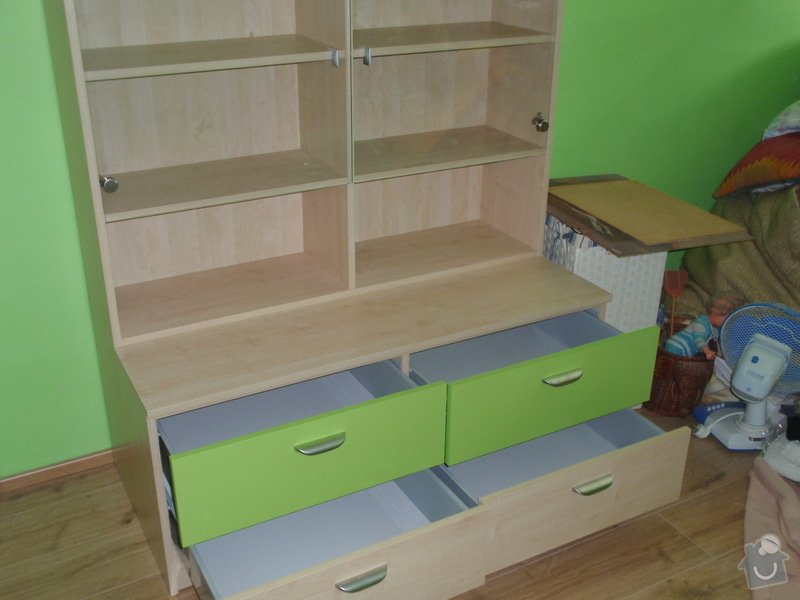 Malování, pokládka plovoucí podlahy, výroba nábytku: P5212303
