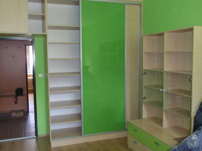 Malování, pokládka plovoucí podlahy, výroba nábytku: P5212307