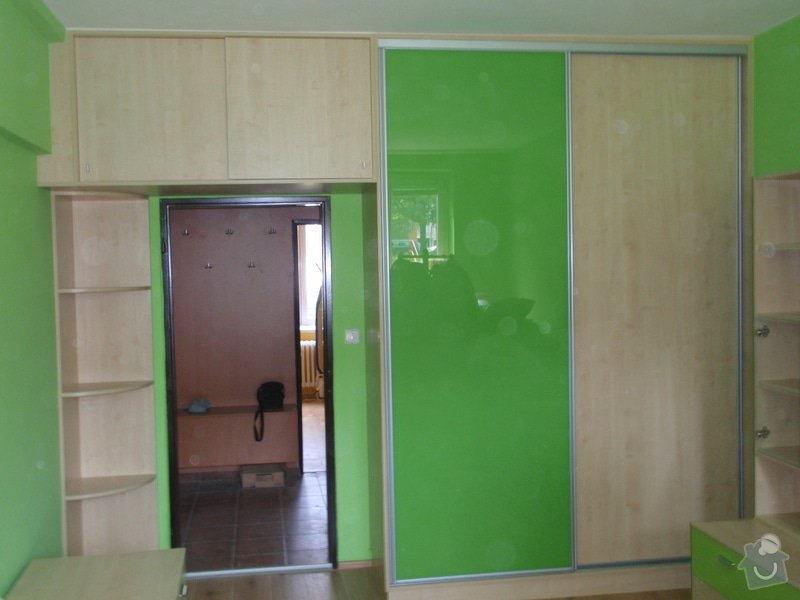 Malování, pokládka plovoucí podlahy, výroba nábytku: P5212310