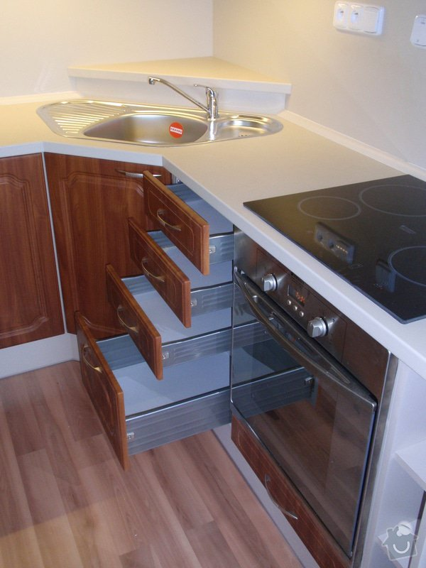 Výroba a montáž kuchyňské linky (41108): P5232321