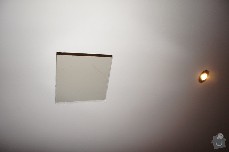 Oprava sádrokartonového stropu: DSC04323
