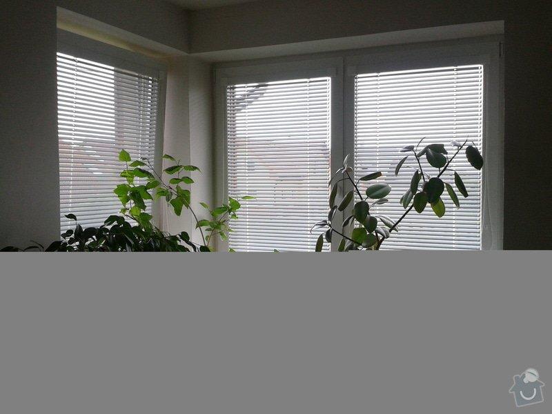 Oprava tesneni oken, oprava prasklin omitky: rohove_okno_v_pokoji