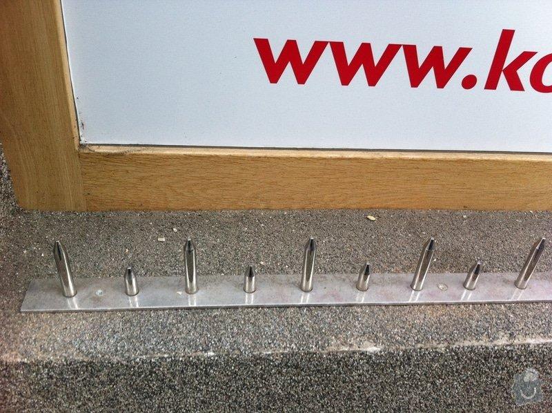 Kovové hroty do výklenků ve zdech domu: IMG_1290