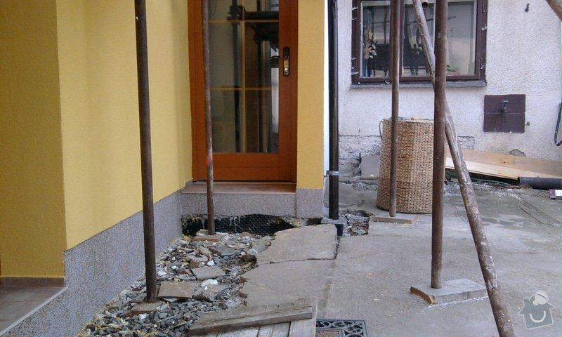 Zateplení fasády ,pokládka zámkové dlažby , rekonstrukce plotu a vjezdové brány.       : Fotografie0675