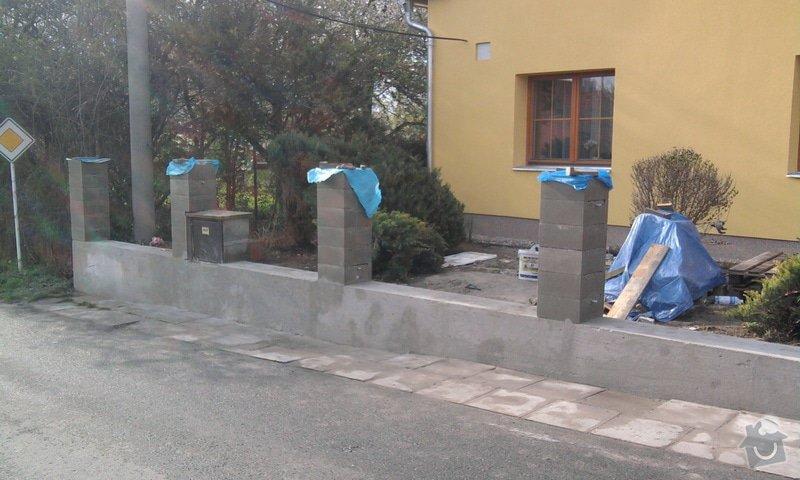 Zateplení fasády ,pokládka zámkové dlažby , rekonstrukce plotu a vjezdové brány.       : Fotografie0700