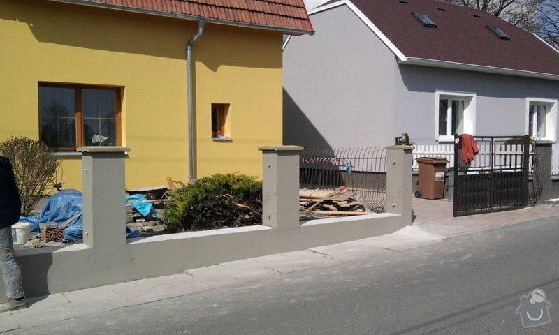 Zateplení fasády ,pokládka zámkové dlažby , rekonstrukce plotu a vjezdové brány.       : Fotografie0705