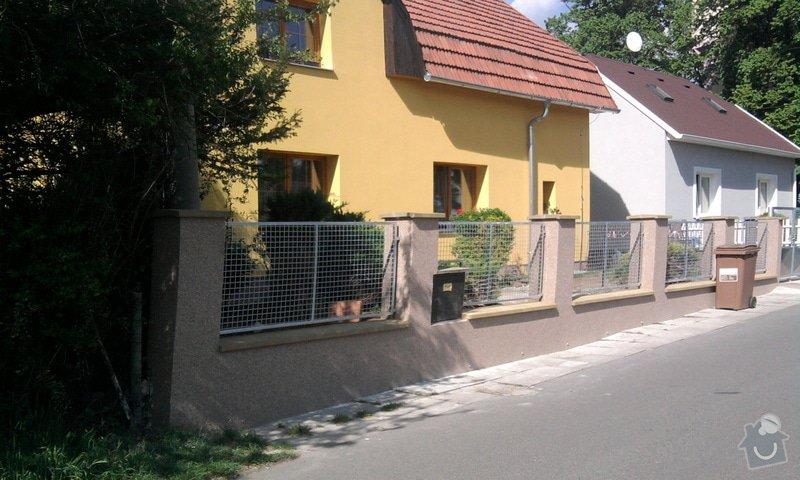 Zateplení fasády ,pokládka zámkové dlažby , rekonstrukce plotu a vjezdové brány.       : Fotografie0731