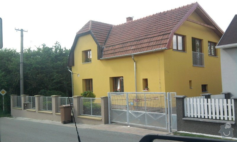 Zateplení fasády ,pokládka zámkové dlažby , rekonstrukce plotu a vjezdové brány.       : Fotografie0735