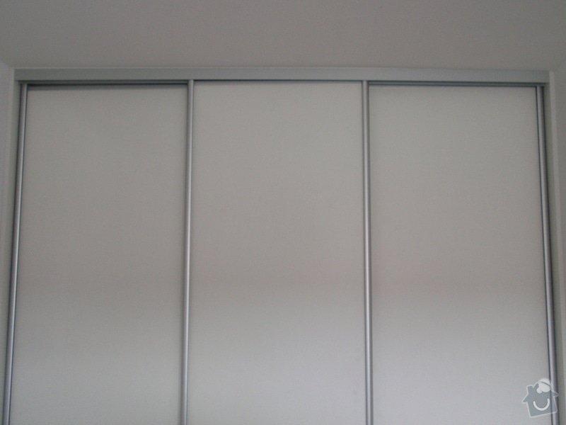 Výroba a montáž 3 ks vestavěných skříní: P5312330