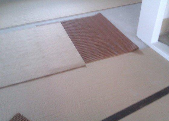 Pokládka koberce na podložku a pokládka PVC