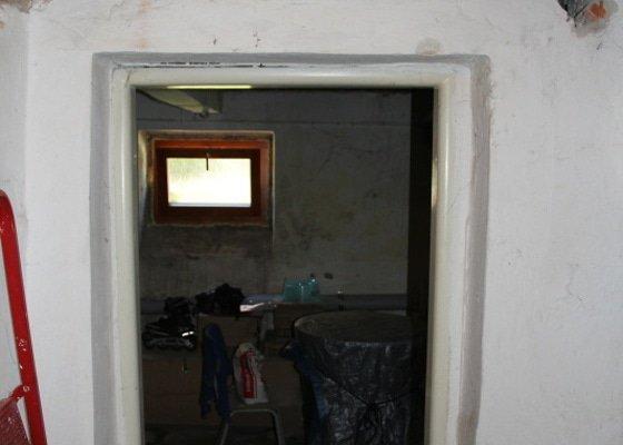 Obklad venkovního schoditě 2 m2 a vnitřní omítky sklepních prostor