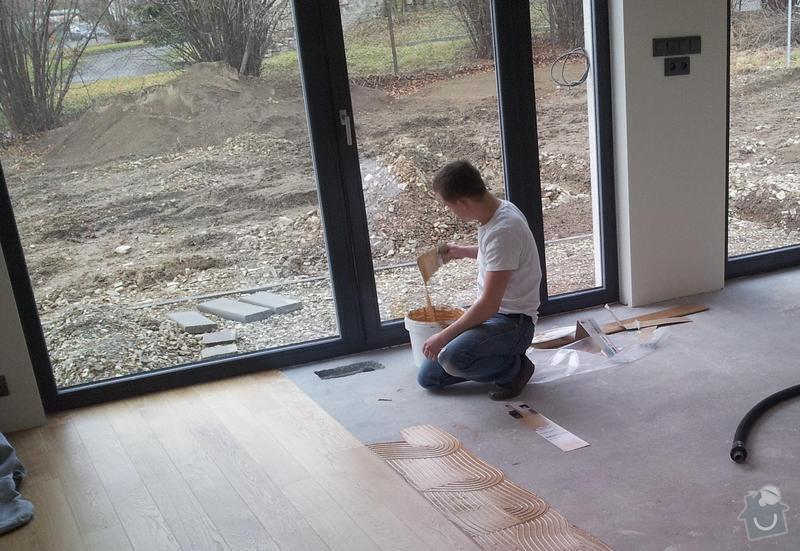 """Pokládka dubové plovoucí podlahy vzor prkna s """"V"""" spárou.: 20120104_111838"""