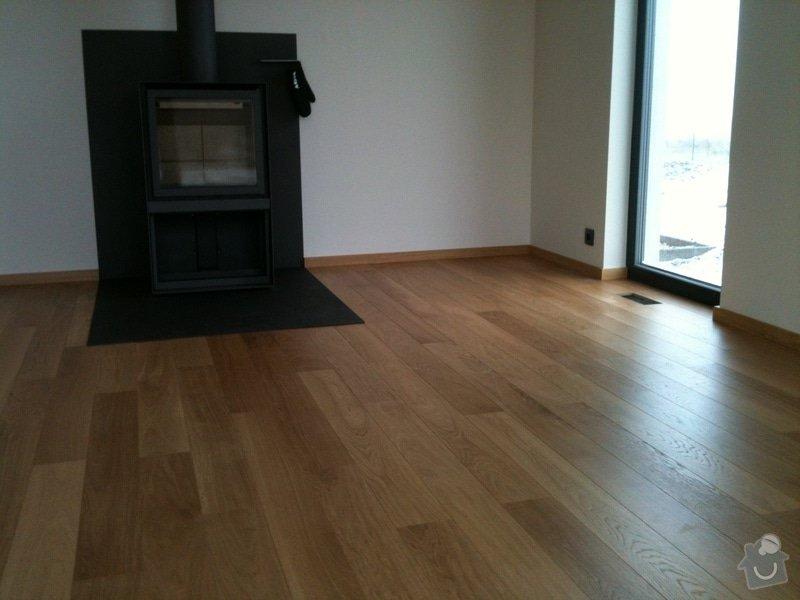 """Pokládka dubové plovoucí podlahy vzor prkna s """"V"""" spárou.: IMG_0063"""