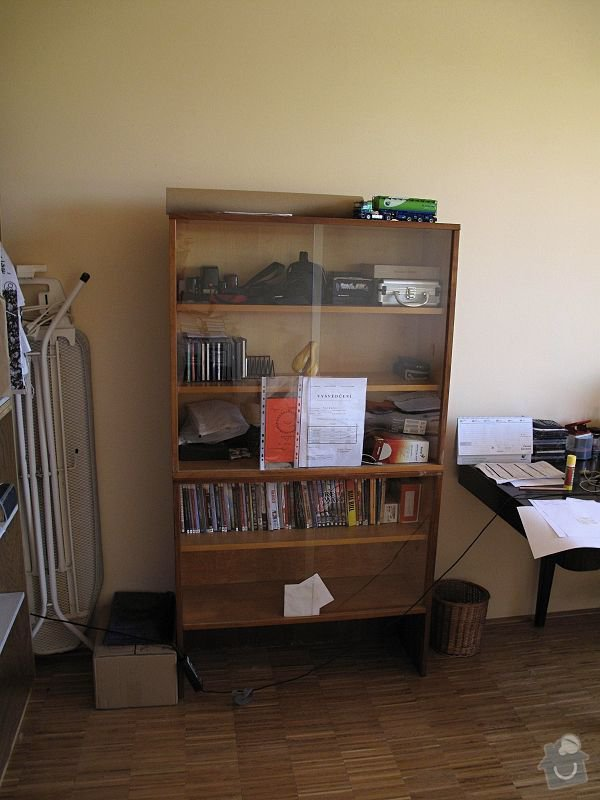 Nábytek do pracovny, v laminu.  Jedná se o skříně, stůl, police.: STB_0248