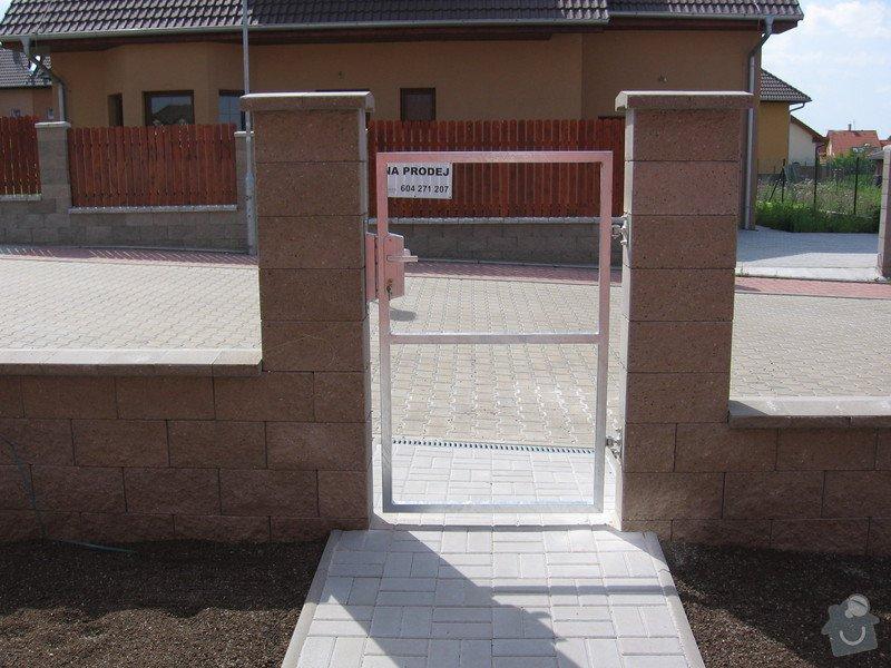 Pojezdová brána a branka.: IMG_2802