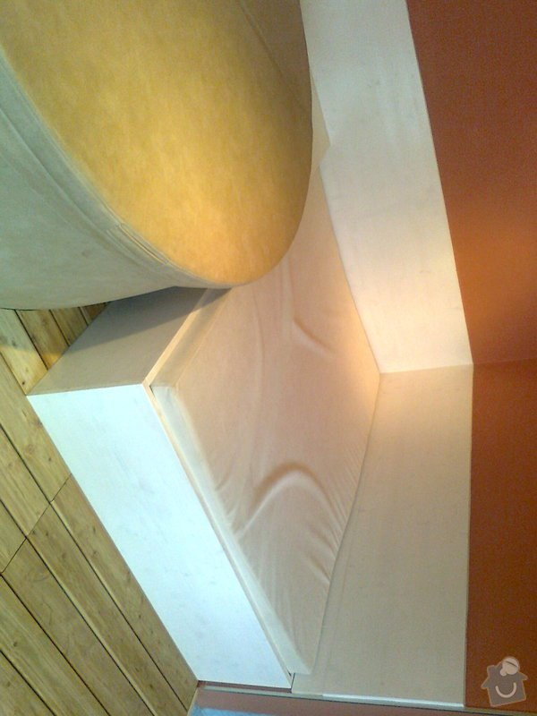 Obložení výřivky+výroba postele,obložení stěn,zalištování dveří: Fotografie0045