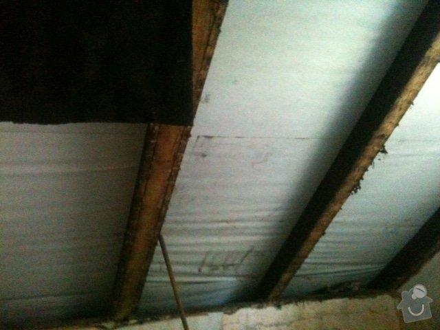 Menší kupelna a WC v domě: sadrokarton