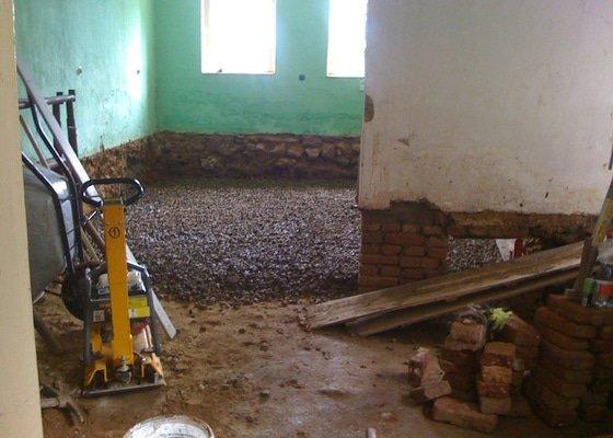 Vybourání podlah, zhotovení nových a položení kanalizace