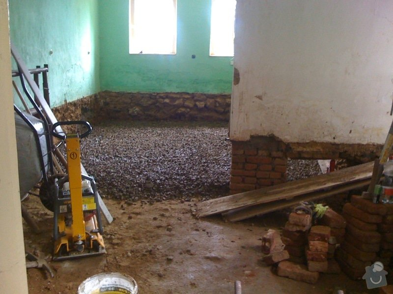 Vybourání podlah, zhotovení nových a položení kanalizace: IMG_0795